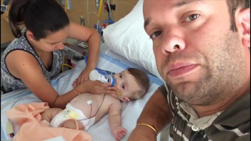 Así se recupera el bebé de Carlitos 'el productor' en el hospital carlit...