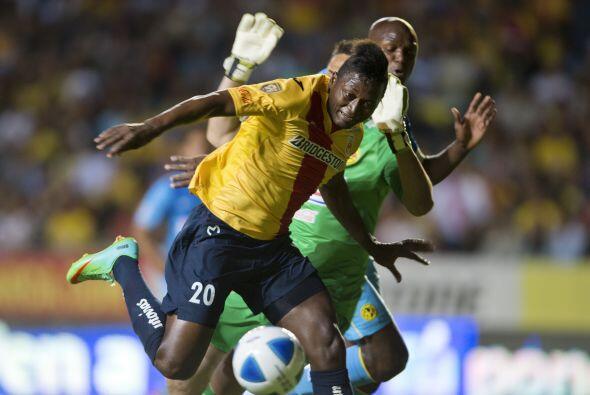 El colombiano Duvier Riascos pudo poner en ventaja al Morelia en un ataq...
