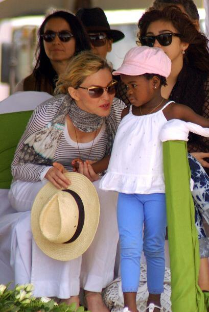 La famosa tuvo algunas complicaciones para adoptar a la pequeña Mercy Ja...