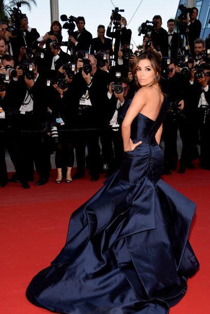 El porte y la elegancia de Eva Longoria es algo que muchas otras bien po...