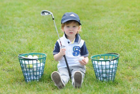 Este pequeño no sólo tiene interés por este deporte, también es muy tale...