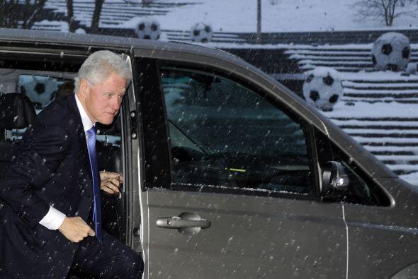 Una nevada impresionante recibió a Clinton en Zurich.