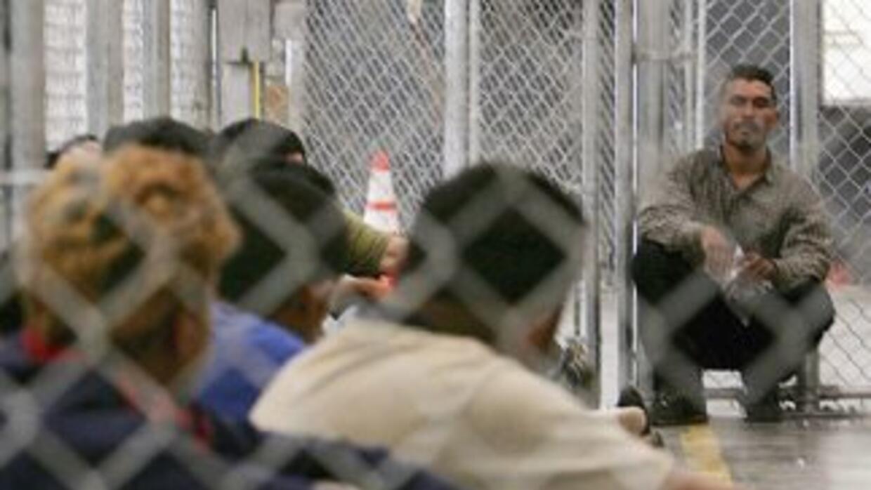 Los centros de detención de ICE disponen de unas 33 mil camas y cada año...