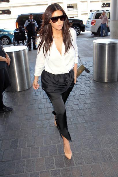 Kim Kardashian, lleva el básico blanco y negro, ideal para todas las oca...