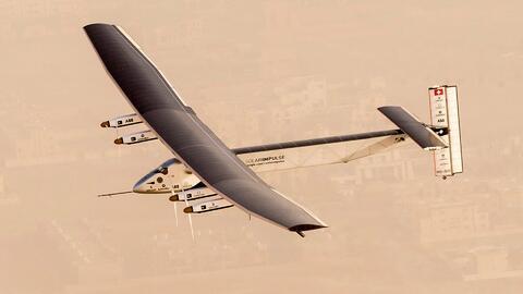 Conoce la historia del primer avión en completar la vuelta al mundo con...