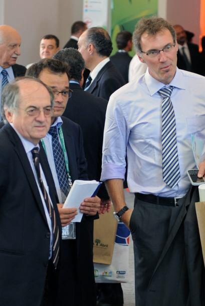 Los invitados llegaban y de a muchos. Laurent Blanc, DT de Francia, dijo...