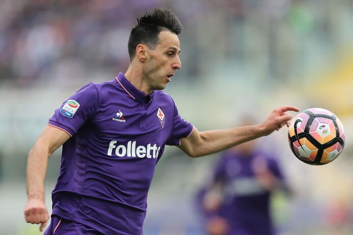 Nikola Kalinic, delantero de la Fiorentina, estaría en los ojos del A.C....