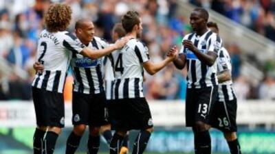 Los jugadores del Newcastle celebran su triunfo ante Fulham.