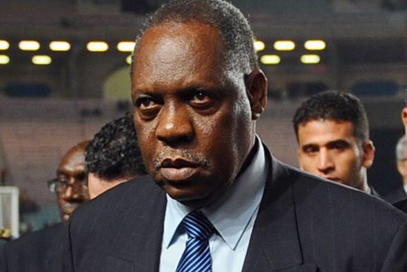 Issa Hayatou, de Camerún, es el presidente de la Confederación Africana...