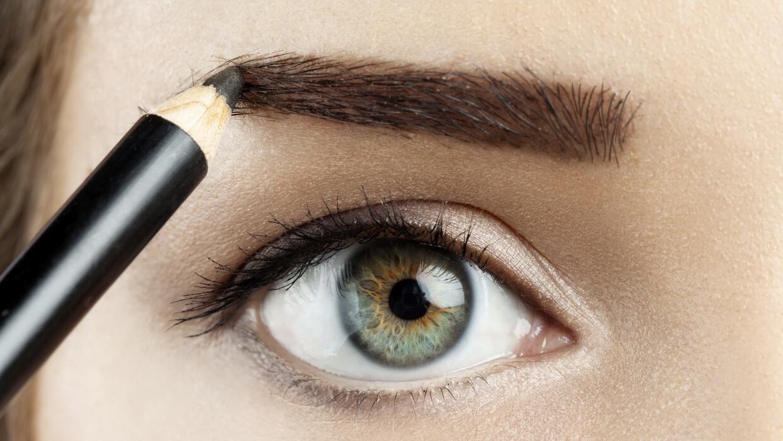 Maquillando cejas