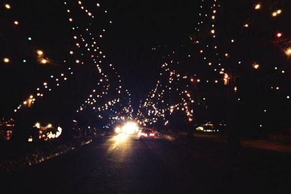 El espíritu navideño hace alarde en varias comunidades de California en...
