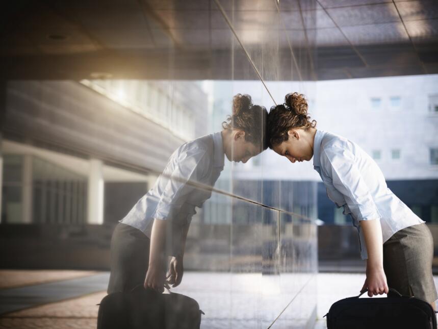Una persona ansiosa experimenta un estado emocional inconsciente que la...