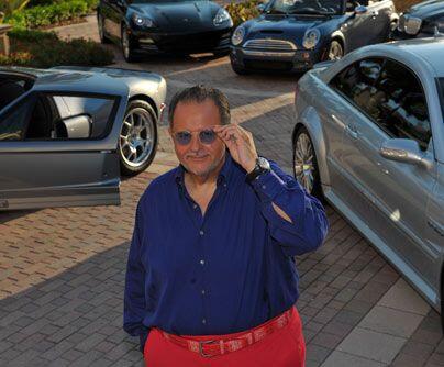 Fanático del motorA nuestro querido Gordo de Molina le fascinan los auto...
