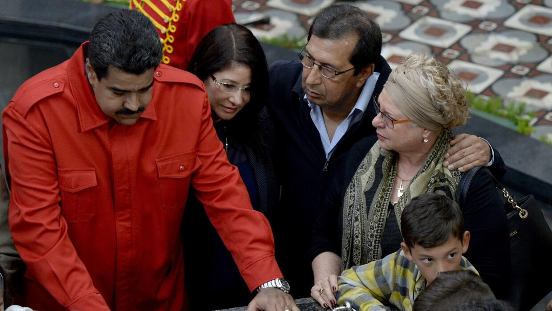 Maduro visita la tumba de Chávez en el segundo aniversario de su...
