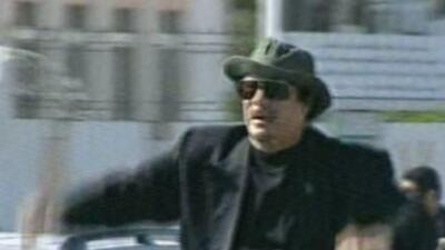 La televisión libia mostró el jueves imágenes de MuamarGadafi recorriend...