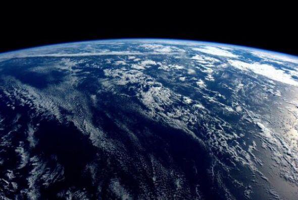 Buenas noches desde el espacio. Nuestro planeta es casi todo océa...