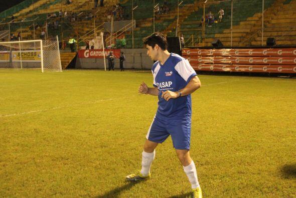 Recordemos que Danilo fue futbolista profesional durante un tiempo. Cort...