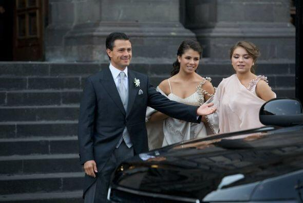 El novio, momentos antes de entrar a la Catedral de Toluca. (Foto tomada...