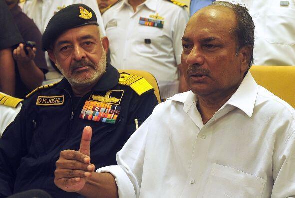 Previamente el portavoz de la marina, Narendra Vispute, dijo que se esta...