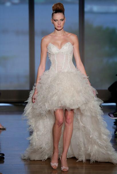 Si vas por algo más sexy, tenemos el vestido de la novia audaz. Un model...