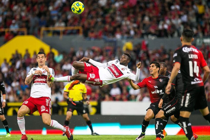 Con chilena de Avilés Hurtado, Xolos sacó el empate ante Atlas GOLAZO Av...