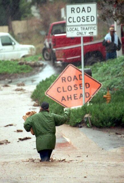 Las lluvias torrenciales de enero de 1995 causaron deslaves e inundacion...