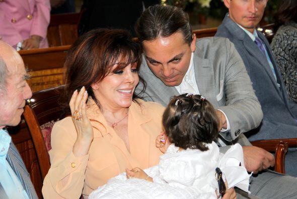 Verónica Castro está encantada con su nieta. Pero hubo otro invitado muy...