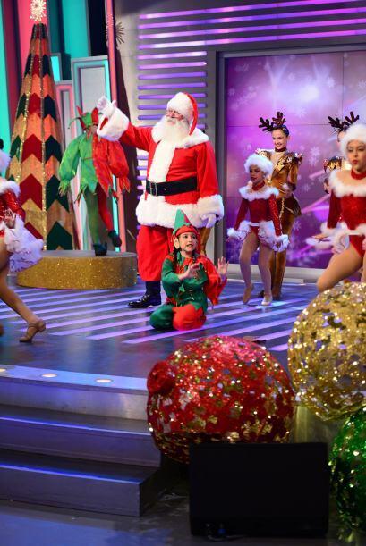 Después de dejarnops con una gran sonrisa, Santa se despidió de todos y...