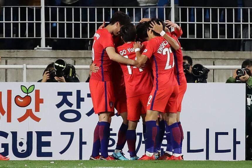 Colombia tropezó en su visita a Corea del Sur gettyimages-872462472.jpg