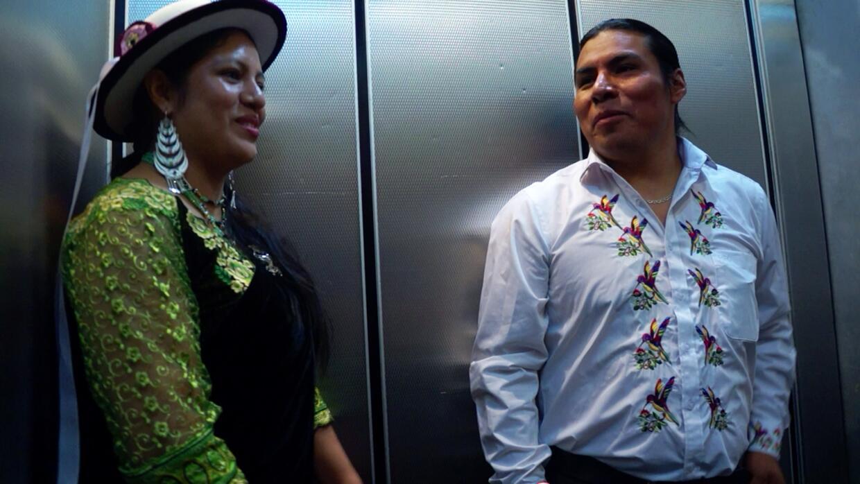 Deisy Alvarez y Segundo Angamarca bajando en el ascensor hasta el 'b...