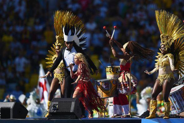 """Shakira cantando """"La la la"""". Mira aquí los videos más chismosos."""