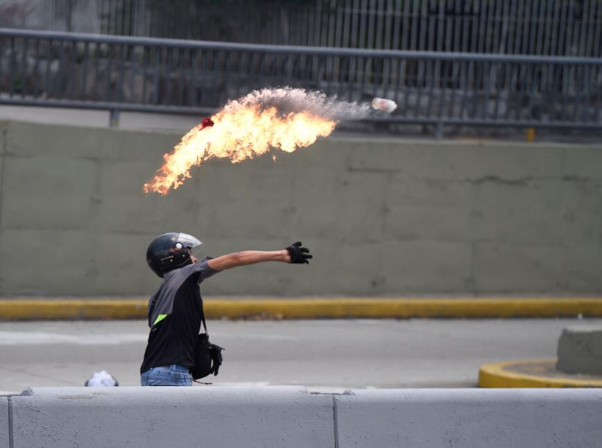 Venezuela arde entre protestas GettyImages-666216366.jpg