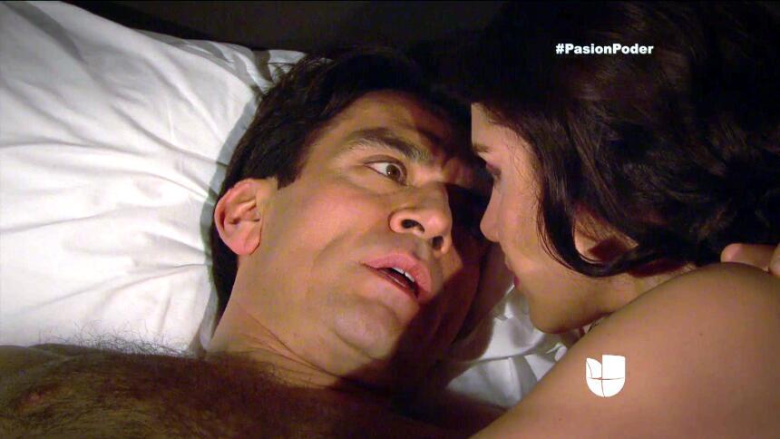 ¿Arturo y Julia pasaron una noche juntos? AB01203E7A0F4C62AF91E7D32E1005...