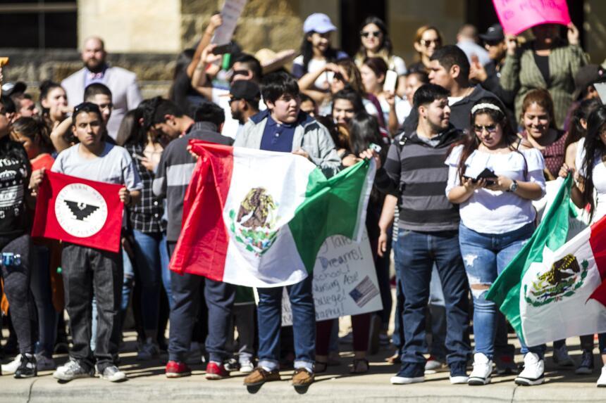 En Imágenes: Cientos de personas marcharon en Austin durante una larga j...