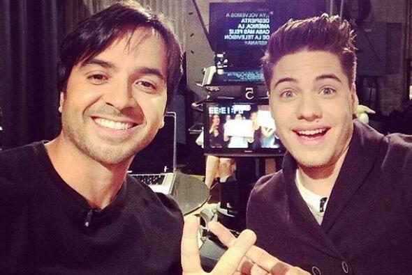 """#Selfie con @LuisFonsi aqui en @despiertaamericatv"", dijo William. (May..."