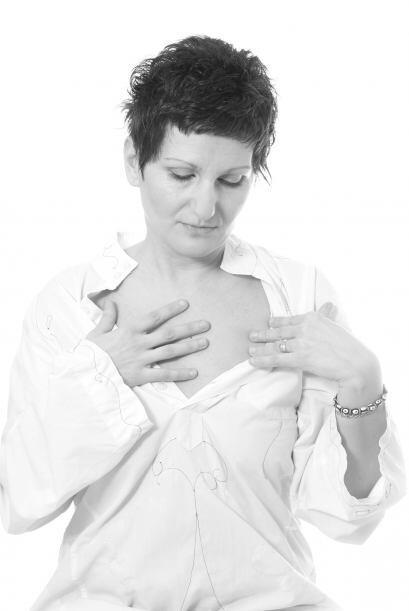 Autoexamen mamario. Realízalo una vez al mes, de 3 a 5 días después de i...
