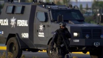 Fuerzas armadas mexicanas y sujetos armados se enfrentaron el viernes a...
