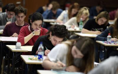 Durante el bachillerato los estudiantes deben tratar de tomar las clases...