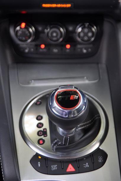 La transmisión automática de seis velocidades cuenta con uso secuencial.