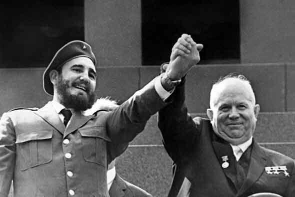 Tras romper relaciones diplomáticas con Estados Unidos, Castro se...