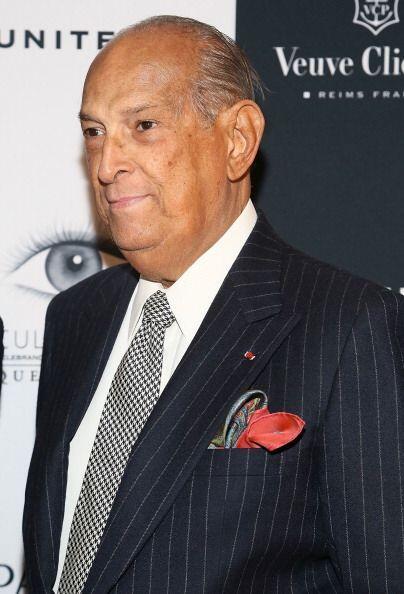 Por su parte el diseñador dominicano, Oscar de la Renta, recibió el prem...