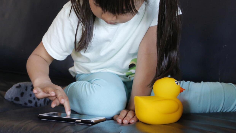 Los niños a menudo no reconocen que los juguetes podrían estar grabándol...