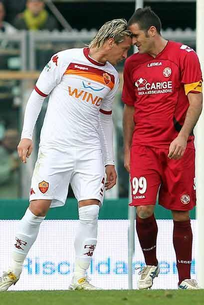 En el partido entre Roma y Livorno se dieron con todo.