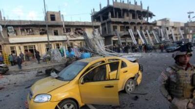 La explosión consecutiva de dos coches bomba en un mercado causó la muer...