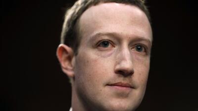 """""""Soy el responsable por lo ocurrido"""": las respuestas de Mark Zuckerberg a los senadores en Washington (fotos)"""