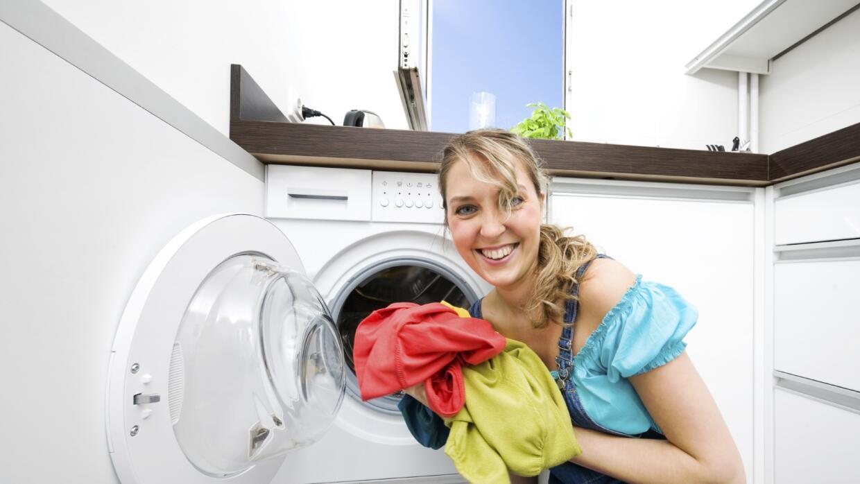 Ensaya alguno de estos métodos para que lavar la ropa no sea tedioso.
