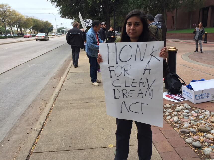 Activistas y jóvenes con DACA piden apoyo para el Dream Act img-0485.JPG