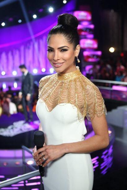 Alejandra Espinoza tuvo dos cambios de atuendos, este segundo la hizo ve...
