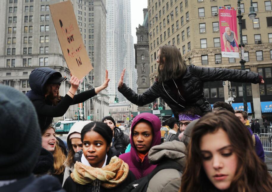 """""""El pueblo unido jamás será vencido"""", reclamaban los estudiantes."""