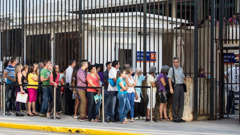 Estados Unidos otorga al año 20,000 visas a cubanos